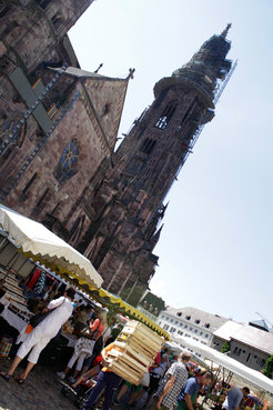 Monday to Saturday is market day around the cathedral. But not only here, also in several districts of Freiburg farmers offer their local food.