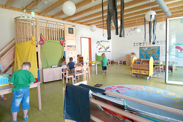 "The MPI-IE offers childcare in the immediate vicinity of the institute. The facility is managed by Concept Maternel, a company which runs several other daycare centers in Freiburg. ""Little Scientists"" has 10 nursery and 20 preschool spaces."