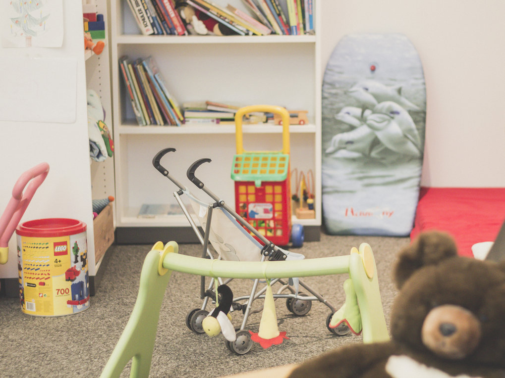 The MPI-IE offers all employees with children a well-equipped parent-child room where employees can bring their children to work when necessary.