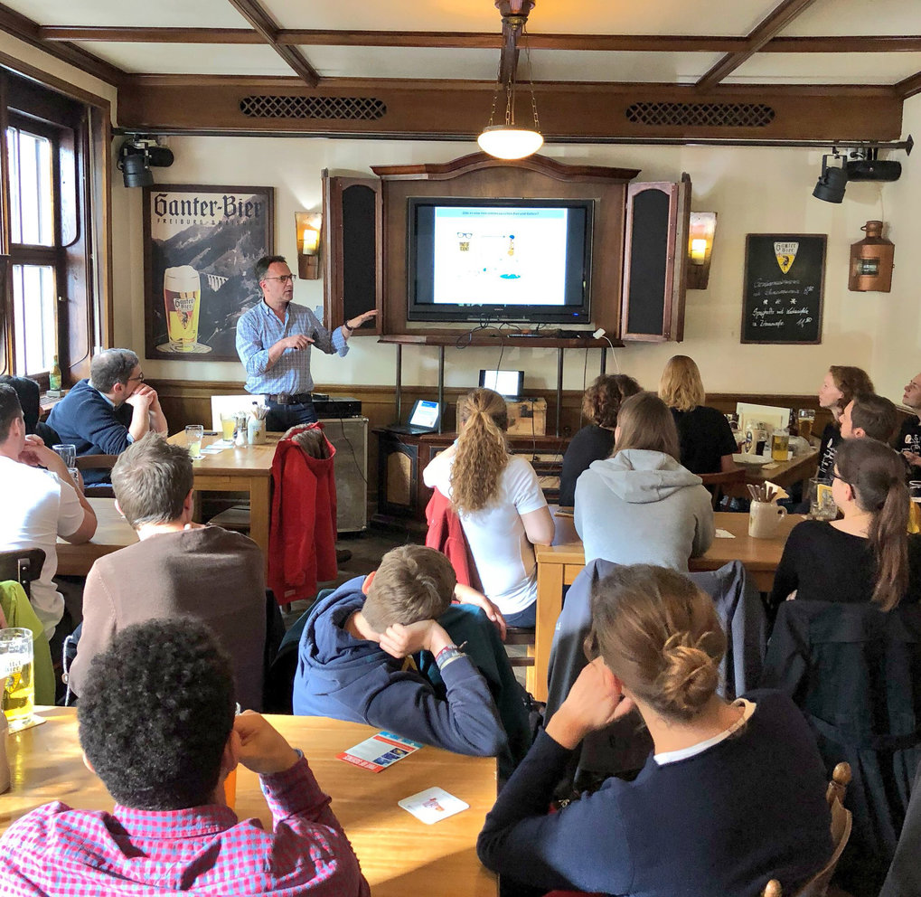 "From 14 to 16 May 2018, scientists from the University, Uniklinik and the Max Planck Institute Freiburg brought ground-breaking research from the lab to the local pub. ""Pint of Science"" stopped at Wirthaus ""Goldener Sternen"" for three nights and in a series of easy-going talks neuroscientists, biologists and engineers shared their research stories and discoveries with the public."
